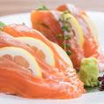山海の幸を贅沢に使った本格炙り料理。それだけではなくこだわりの鶏料理を中心に、海の幸や山の幸を贅沢に使った逸品など、様々な料理がございます!