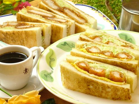 名古屋で有名なコンパル!ボリューム満点のエビフライサンドは1度は食べてほしい1品