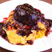 人気のオムバーグは、オムライスの上にハンバーグがのったボリューム満点の一品。ぜひ一度ご賞味下さい!