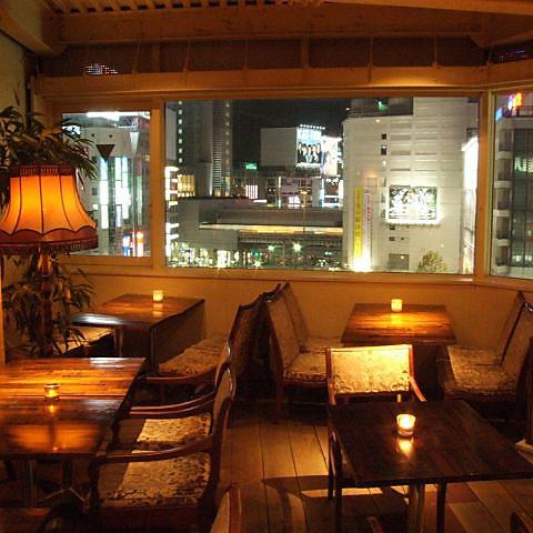 【桜丘】ビルの8Fに佇む隠れ家カフェ。窓から見える景色がこの上ない開放感を演出!