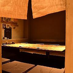 【接待向き個室】接待やお打ち合わせ等にご利用下さい。完全個室(壁・扉あり)入口は暖簾タイプです。※こちらの個室は1室のみですので、お早めのご予約をおすすめします。