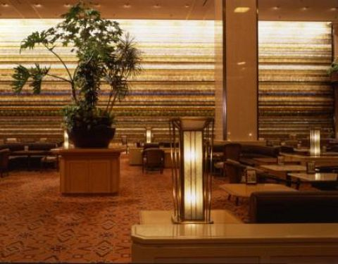 ホテルの顔ともいえるロビーラウンジで、くつろぎのひとときをお過ごしください。