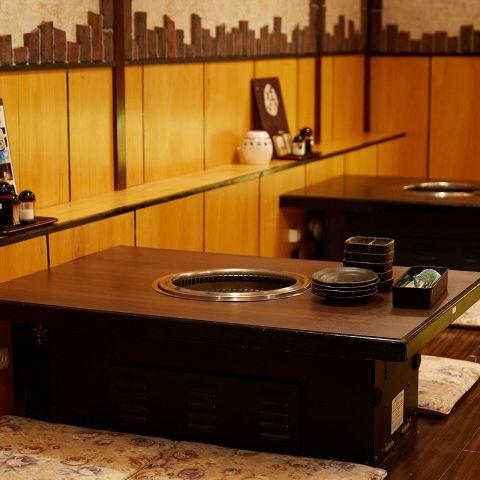 【3F・4名様席×5】こだわった内装とライト、寛ぎやすいお座敷での焼肉ディナーをお楽しみください。