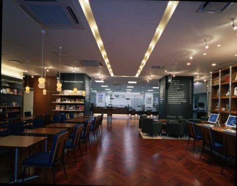 銀行とつながった地域密着型カフェ。ワンちゃんも全席OK。