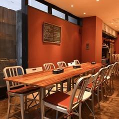 【貸切も可能】※事前にご相談くださいませ。ゆったり使えるテーブル&カウンター席女子会やご宴会、ワイン会にテーブル席!8~12名までOK◎おしゃれな空間をごゆっくり堪能ください。