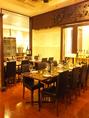 【パーティー向け】最大14名用テーブルスペース(4名~14名)・入口すぐ左のバルスペース(テーブル席)。※画像奥のテーブルスペースとなります。席タイプ:テーブル席人数:14名様まで