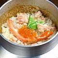 料理メニュー写真ずわい蟹とイクラのまぶし釜飯