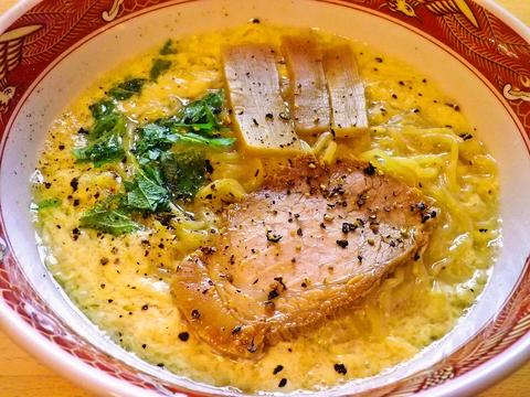 名古屋名物薬膳スープ、卵とじラーメンの店。スープ迄飲み干せるのが他店との差!