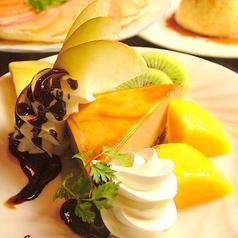 料理メニュー写真フルーツとケーキのデザート