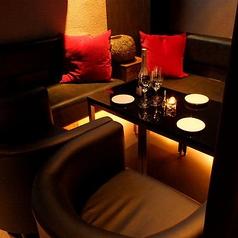ラグジュアリー空間★フカフカのソファー席はカーテン個室♪