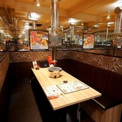 使い易い広々テーブル席を中心にお席をご用意しております。店内完全禁煙のため、お子様連れのお客様も安心してお食事いただけます♪