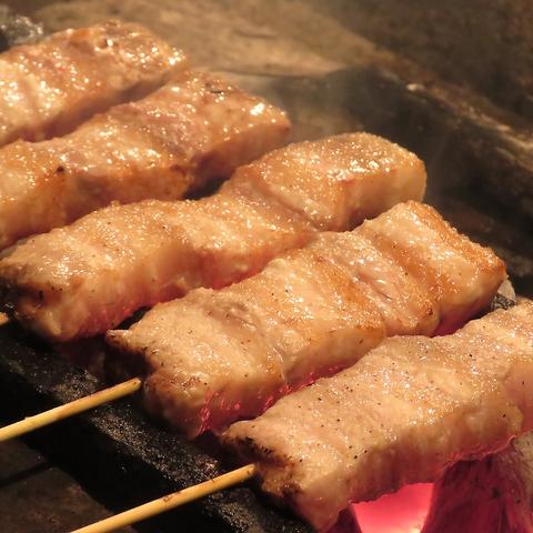 炭火焼鳥を朝6時まで!味彩牛、あそび豚、串など宴会におすすめのコースも有り!