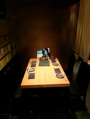 スロージャズが流れる大人の上質な空間となっております。4名様6名様8名様等、各テーブルのご用意が御座います。