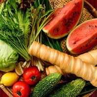 地元・沖縄産の食材を使用したお料理
