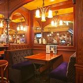 ソファ席は女性からの人気◎ヨーロッパのトラディショナルな雰囲気を味わえる1軒です。