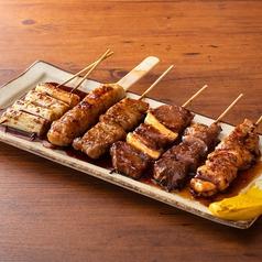 料理メニュー写真■串焼き盛り合せ〈6本〉