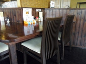 カウンターの角席です。カップルのお客様に人気のお席です。