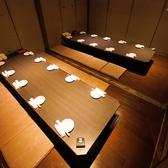 幻想的な空間にずらりと並ぶ完全個室♪お人数様に合わせて変化する自慢の個室たち!何名様でも遠慮なくお申し付けください!