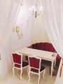 《PURPLEroom》SNS映え必須のファンシーなお部屋。落ち着きのある可愛らしい空間。3名~5名様までご利用可能。お席指定の場合、個室料頂戴いたします。