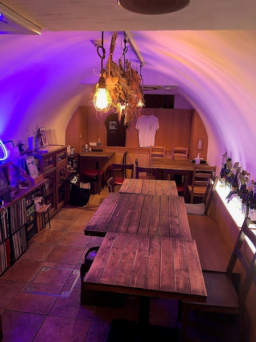 落ち着いた空間でコーヒーを楽しめるアットホームなカフェ