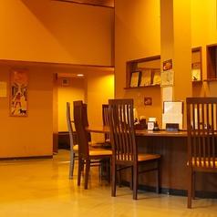 カウンター席は6席ご用意しております。少人数やお一人様でのお食事にもご利用頂けます。