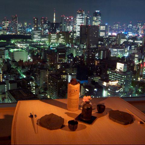 誕生日や記念日でつかえるテーブル席です。夜景がきれいなお席ですよ。