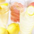 大好評♪レモンたっぷりのレモンサワー!肉汁滴る鶏料理ととレモンサワーの相性は抜群!