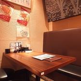 【4名テーブル】出張の際や、仕事帰りにサクッと、忘新年会など各種宴会にピッタリ!どこか落ち着く雰囲気の半個室空間もご用意しております。