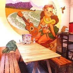 【2~6名様までご利用可★】ゆったり座っていただけるこちらのテーブルは、最大6名様までご利用いただけます!お店入り口の大きなアートの前で食べるお料理はかなり満足いただけます! もちろん写真撮影も可能ですので是非素敵な写真を撮っちゃって下さい♪