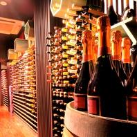 入口では1000本のワインがお出迎え!