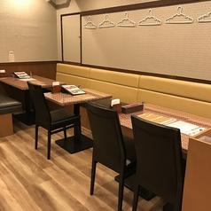 店内席自由に設置可能!テーブルをつなげて12名様でもご利用頂けます!