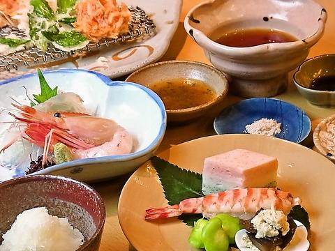 新鮮な魚介類・契約農家から仕入れた野菜など素材にこだわった天ぷらをどうぞ。