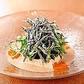 料理メニュー写真島豆冨ときびなごちりめんサラダ
