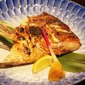 料理メニュー写真真鯛のかぶと酒塩焼き