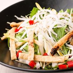 料理メニュー写真白魚とお揚げのハリハリサラダ