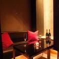 落ち着いた雰囲気に、時間を忘れてしまうような、カップルに人気のカーテン個室。