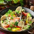 料理メニュー写真魚介のパエリア風焼きリゾット