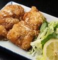 料理メニュー写真一番特製鳥唐揚げ(4個)