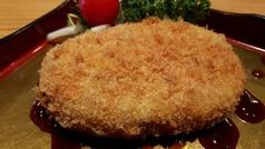 料理メニュー写真和牛とじゃが芋のコロッケ