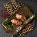 料理メニュー写真生和牛タン肉寿司