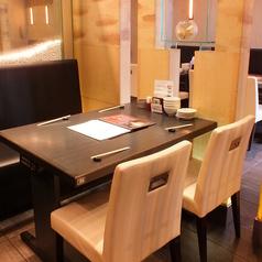 テーブル同士の距離が広いお席は、周りを気にせずとゆったりとお過ごし頂けます♪