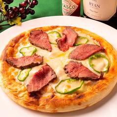 料理メニュー写真肉ピザ
