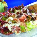 料理メニュー写真ゴロゴロベーコンのナッツ香るシーザーサラダ