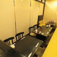 【テーブル半個室】カーテンロールで仕切ることが出来るのでプライベート感も抜群!是非ご利用ください!