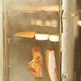 ◆スモークマシン◆店内常設のスモークマシンで毎日燻製しています。