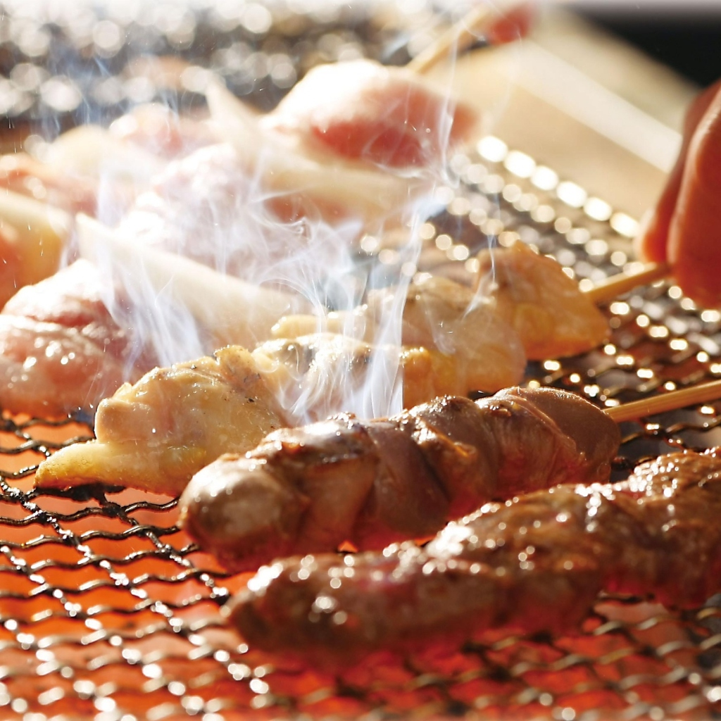 ジューシーで種類豊富な串物や鮮度抜群のお刺身など定番の居酒屋メニューも多数取り揃えています!