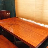 広々としたテーブル席。会社帰りの飲み会などに◎