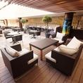 開放的なテラス席にはリゾート感たっぷりのソファー席もご用意しております♪10/9までビアガーデン開催!!