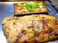 看板料理!【ちょぼ焼き】・・・たこ焼きの祖先とも言われる「ちょぼ焼き」は、発祥は江戸時代とも言われています。大正時代に駄菓子屋などで、子供向けのおやつとして販売されていました。「ちょぼ」は小さいという意味です。