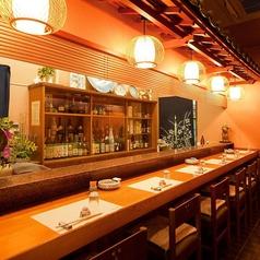 カウンターでは、大将が寿司を握ったり、お客様とお話したりお料理をしております。お気軽におこし下さいませ。